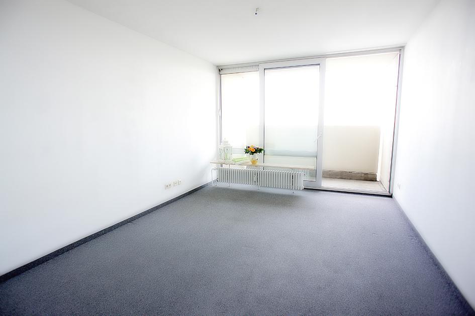 Schöne Kleine Single Wohnung Mit Balkon Einbauküche An Der