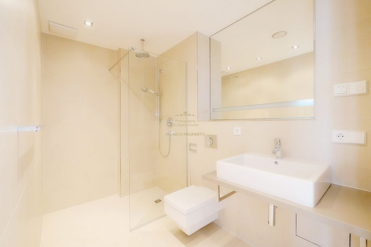 stilvolles ambiente charmante wohnung mit gehobener ausstattung munich property. Black Bedroom Furniture Sets. Home Design Ideas
