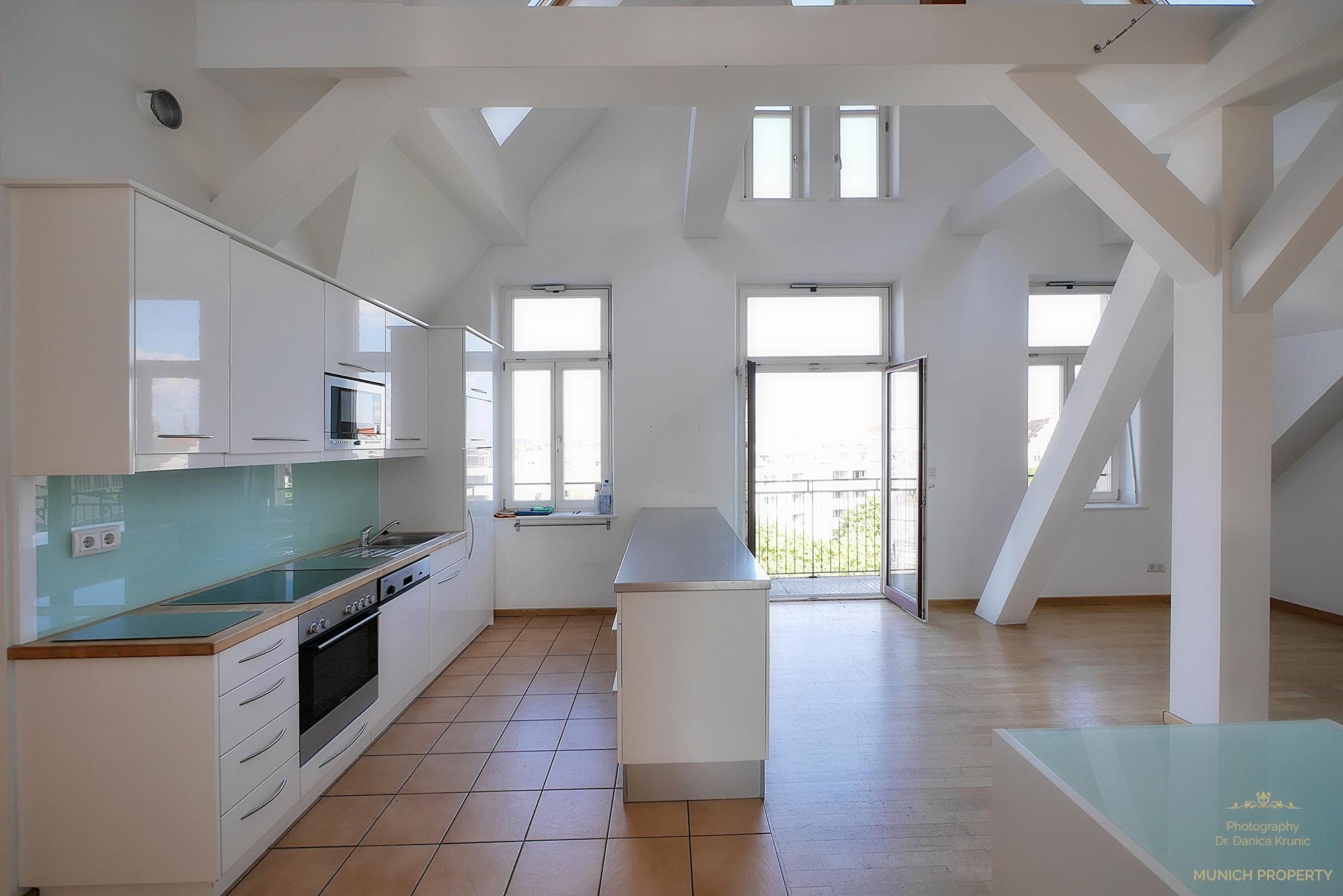 exquisiter lebenstraum auf 2 ebenen munich property. Black Bedroom Furniture Sets. Home Design Ideas