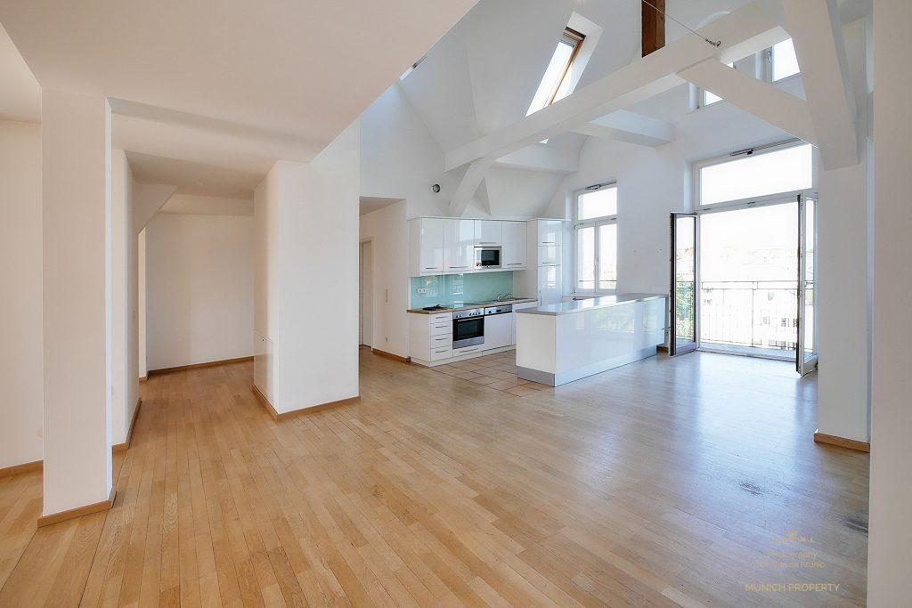 exquisiter lebenstraum auf 2 ebenen 3 5 zi dg altbaujuwel mit galerie balkon munich property. Black Bedroom Furniture Sets. Home Design Ideas