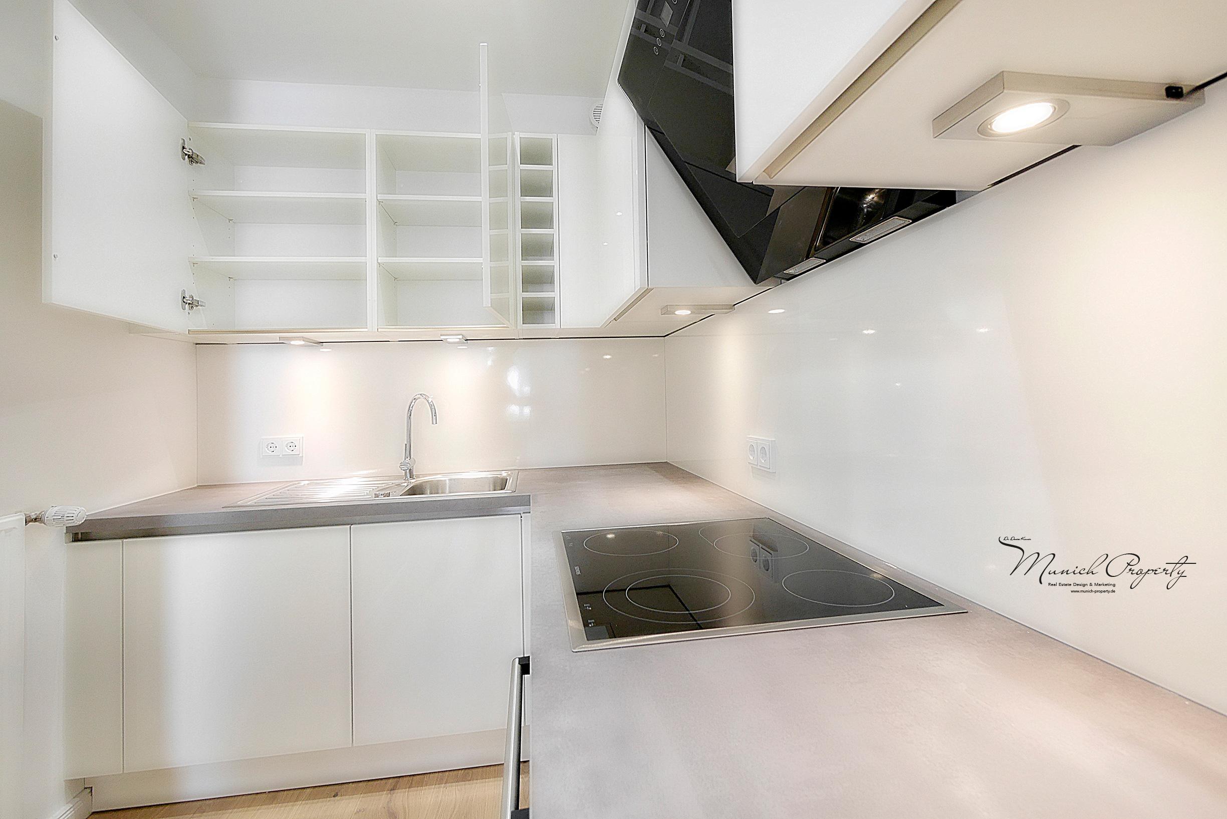 Wohnung mieten München Westend Schwanthalerhöhe: 2 Zimmer Altbau: Vollausgestattete weiße Hochglanz Einbauküche