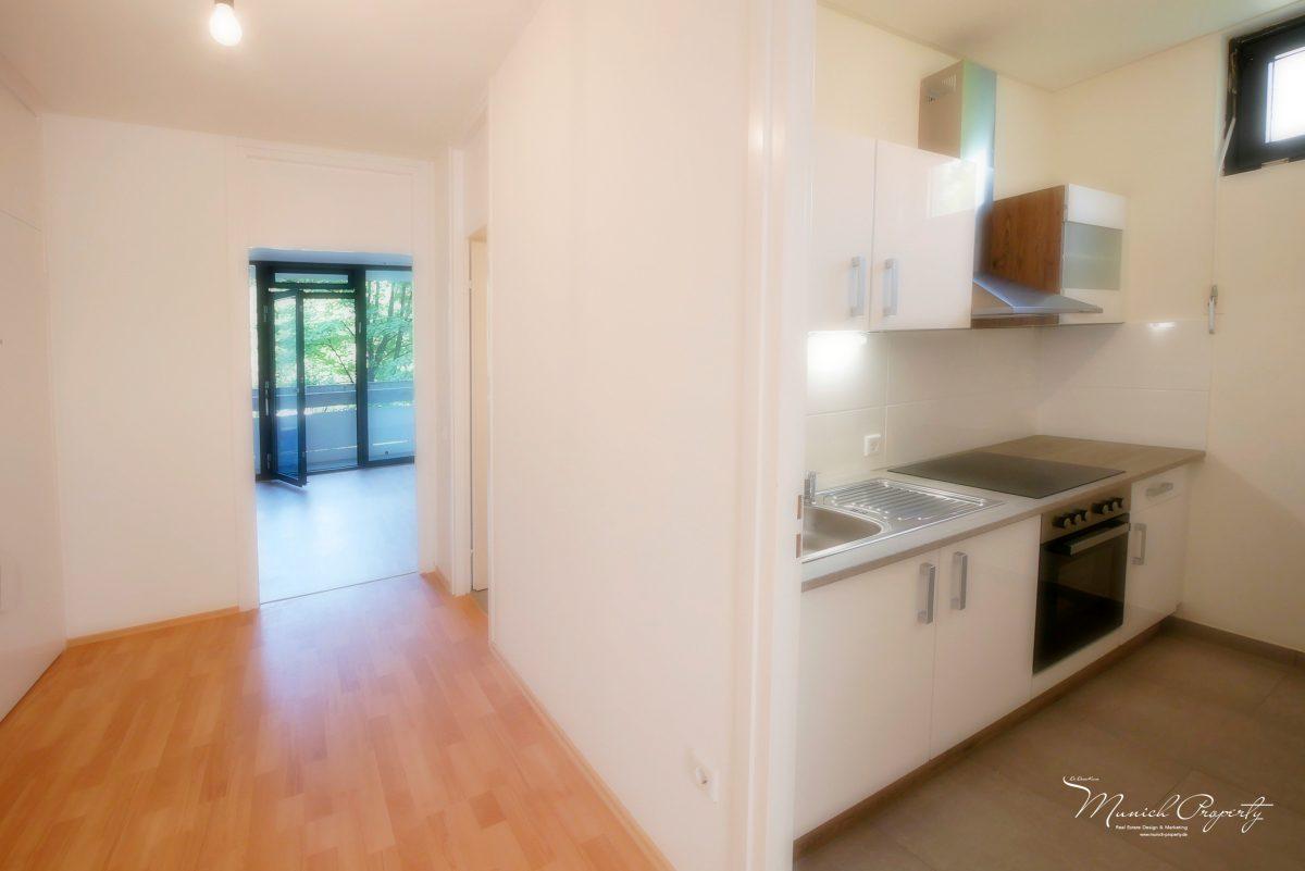 bogenhausen fideliopark strahlend sch n sanierte 2 zi wohnung mit zwei balkonen neuer ebk. Black Bedroom Furniture Sets. Home Design Ideas