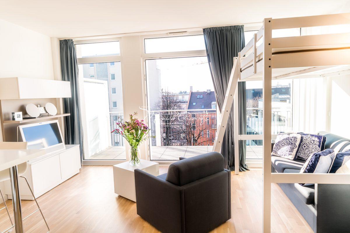 stilvolles apartment in bogenhausen mit edler ausstattung. Black Bedroom Furniture Sets. Home Design Ideas